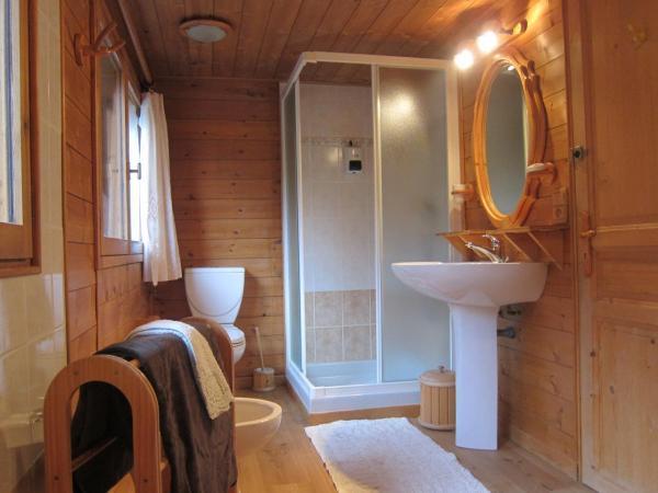 Salle de bain, grande douche, baignoire jaccuzzi